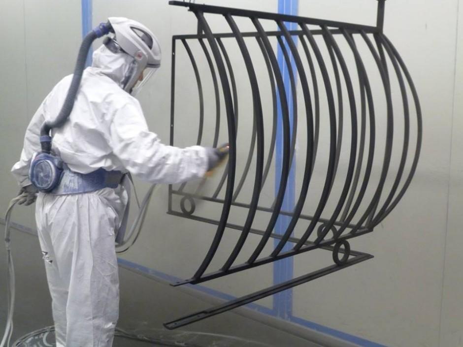 Garde-corps rénovés : sablage métallisation primaire finition noir mat 9005