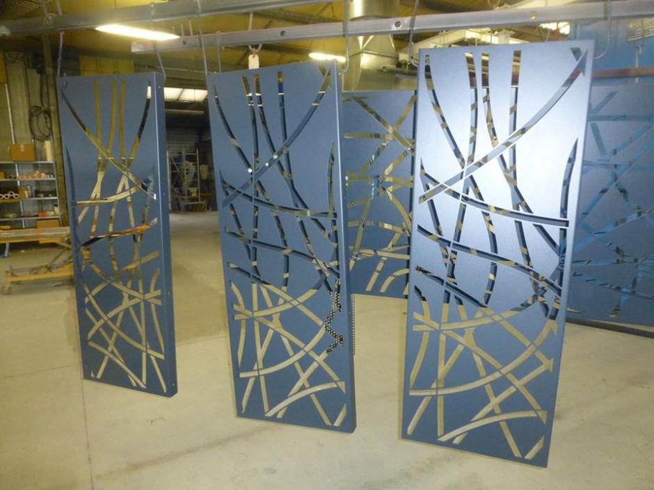sablage métallisation thermolaquage tôles oxycoupées - teinte 7016 structuré