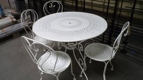 APRES - Ensemble de jardin, sablé métallisé RAL 9016 - Rénovation salon de jardin de 50 ans - Peinture et Thermolaquage